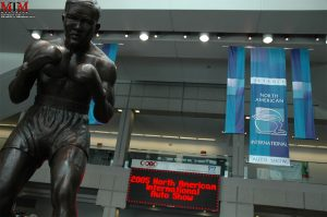 Statue-of-Boxer-Joe-Louie